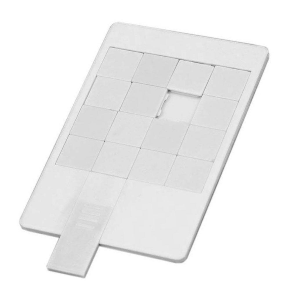 USB-флешка в виде пластиковой карты «Пятнашки»